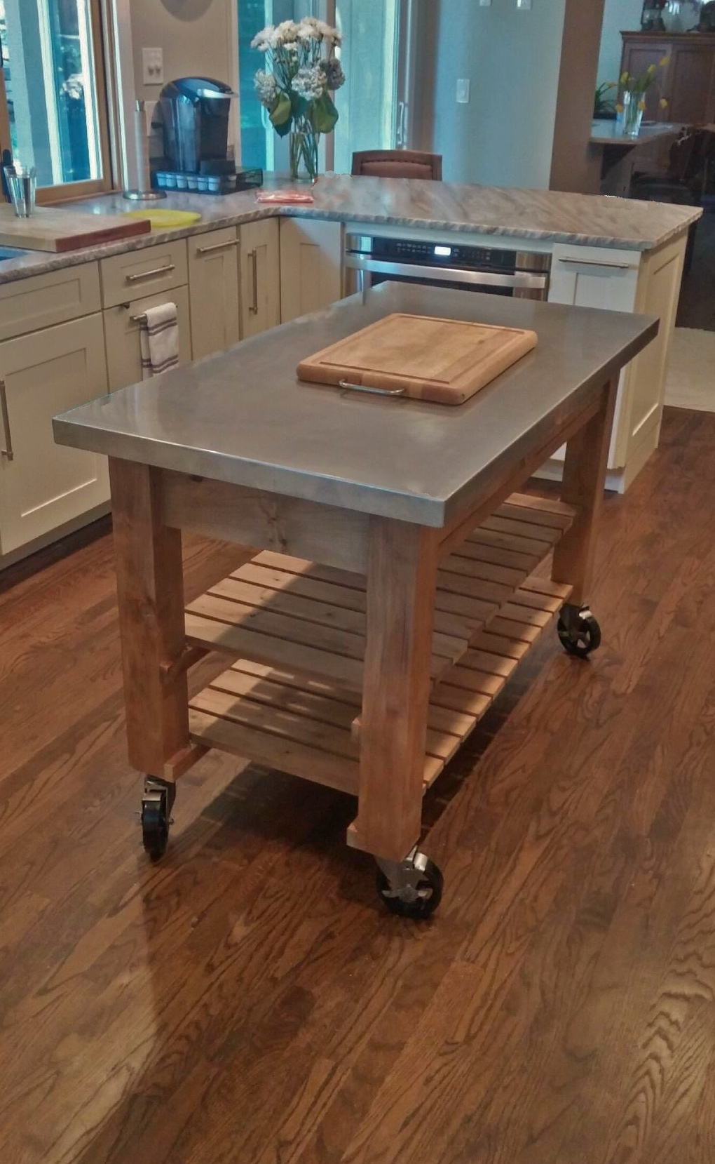 Kitchen Island With Stainless Steel Top Board Bolt